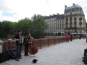 How Parisian students make extra cash
